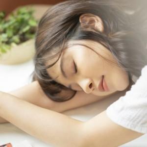 ヨガの安眠効果を実感!疲れを解消&メンタルの不調の改善ができる!