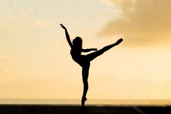 自然 バレエ 女性